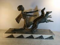 Statuette statue art deco sur marbre. Diane levriers chiens