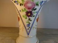 Charmant vase porcelaine de Paris décors fait à la main.