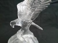 Cristal d'arques figurine d'aigle sur son socle.