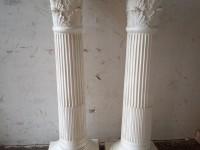 Paire de colonnes style corinthien en plâtre - sellettes