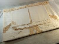 Ensemble de table nappe et serviettes cotion brodées broderie à la main.