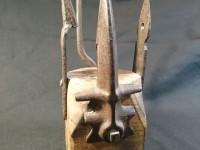 Sculpture - Assemblage d'éléments d'outils agricoles. objet bizarre.