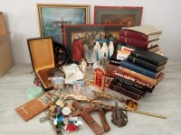 Lot objets de dévotion Christ Bible Missel Jésus Lourdes communion