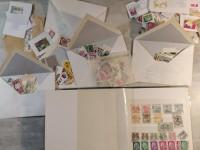 Album timbres France dont petits colis chemin de fer et enveloppes autres pays