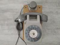 Telephone mueral cadran rotatif rétro gris